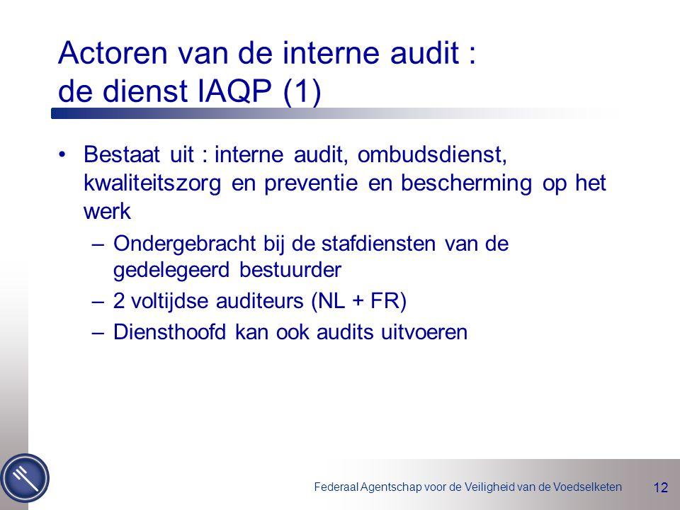 Federaal Agentschap voor de Veiligheid van de Voedselketen 12 Actoren van de interne audit : de dienst IAQP (1) Bestaat uit : interne audit, ombudsdienst, kwaliteitszorg en preventie en bescherming op het werk –Ondergebracht bij de stafdiensten van de gedelegeerd bestuurder –2 voltijdse auditeurs (NL + FR) –Diensthoofd kan ook audits uitvoeren
