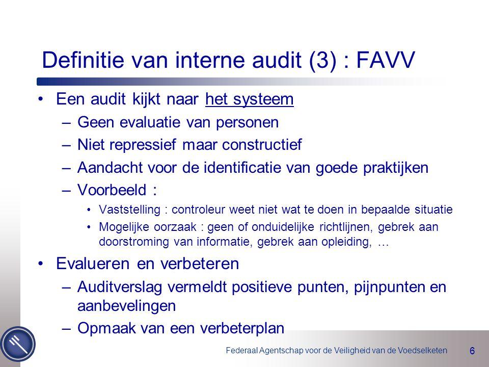 Federaal Agentschap voor de Veiligheid van de Voedselketen 7 Scope van de interne audit (1) Scope = Audituniversum = Alle diensten en activiteiten van het FAVV (Hoofdbestuur, PCE's, laboratoria, eventueel andere indien voorzien in wetgeving, protocollen…) Het Directiecomité van het FAVV delegeert alle verantwoordelijkheden inzake auditactiviteiten aan de Dienst Interne Audit, die hierover zal rapporteren aan het Auditcomité en het Directiecomité.