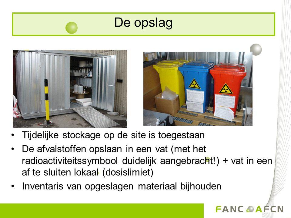 Tijdelijke stockage op de site is toegestaan De afvalstoffen opslaan in een vat (met het radioactiviteitssymbool duidelijk aangebracht!) + vat in een af te sluiten lokaal (dosislimiet) Inventaris van opgeslagen materiaal bijhouden De opslag