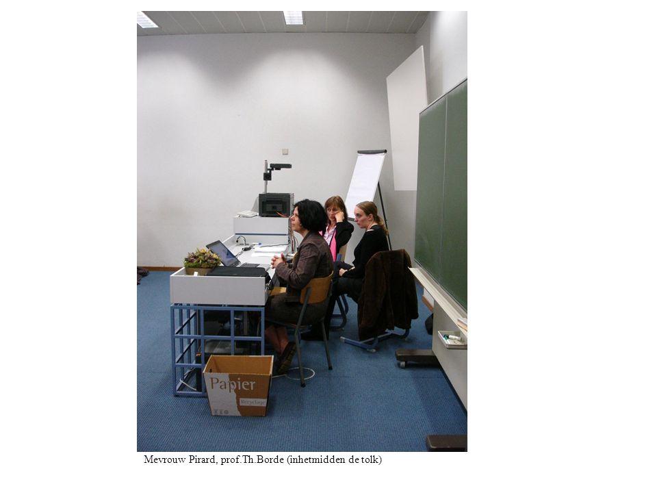 Mevrouw Pirard, prof.Th.Borde (inhetmidden de tolk)