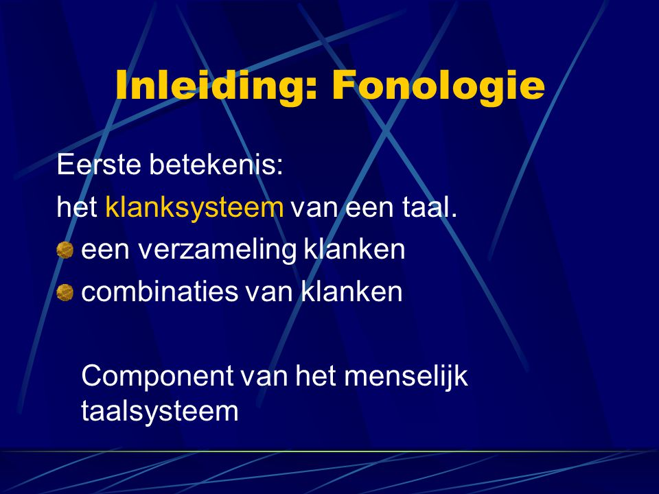 Inleiding: Fonologie Eerste betekenis: het klanksysteem van een taal. een verzameling klanken combinaties van klanken Component van het menselijk taal