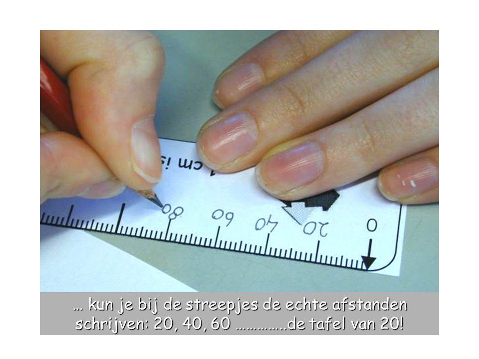 … kun je bij de streepjes de echte afstanden schrijven: 20, 40, 60 …………..de tafel van 20!