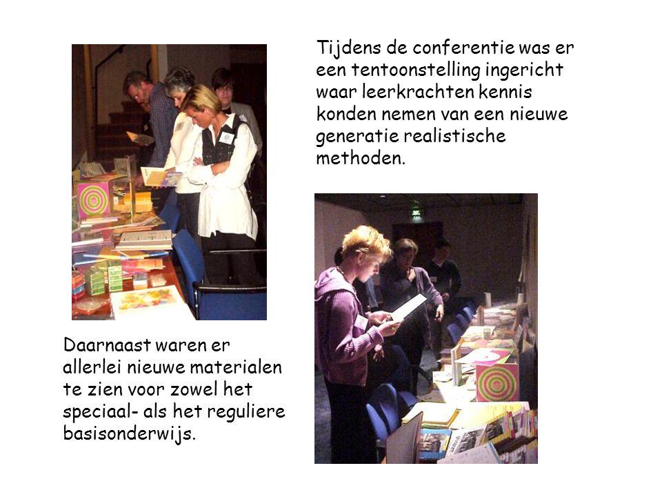 Tijdens de conferentie was er een tentoonstelling ingericht waar leerkrachten kennis konden nemen van een nieuwe generatie realistische methoden.