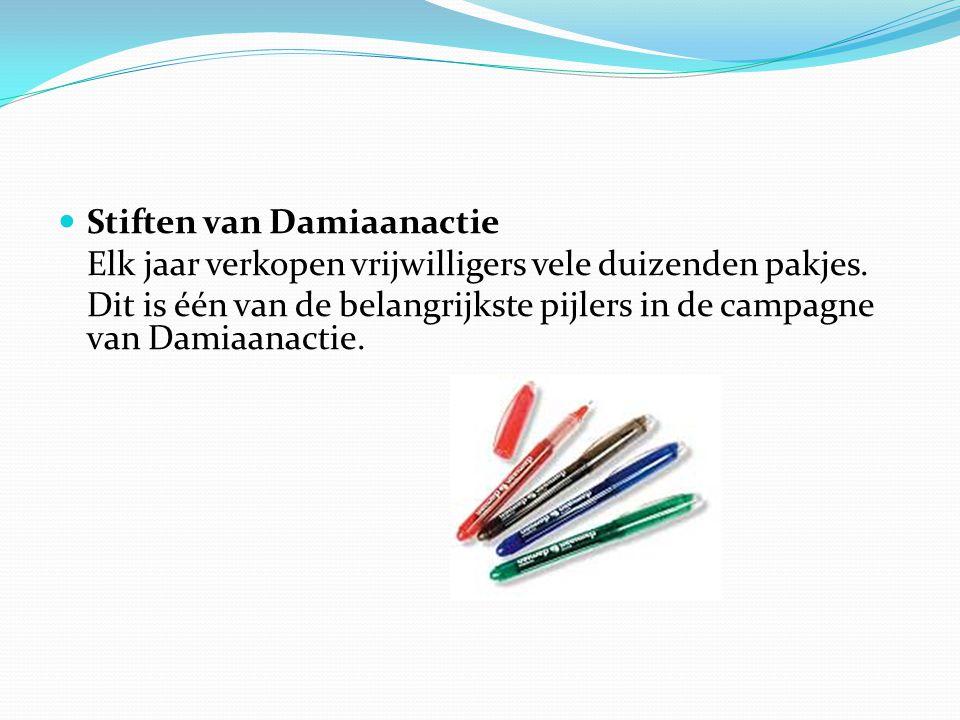Stiften van Damiaanactie Elk jaar verkopen vrijwilligers vele duizenden pakjes.