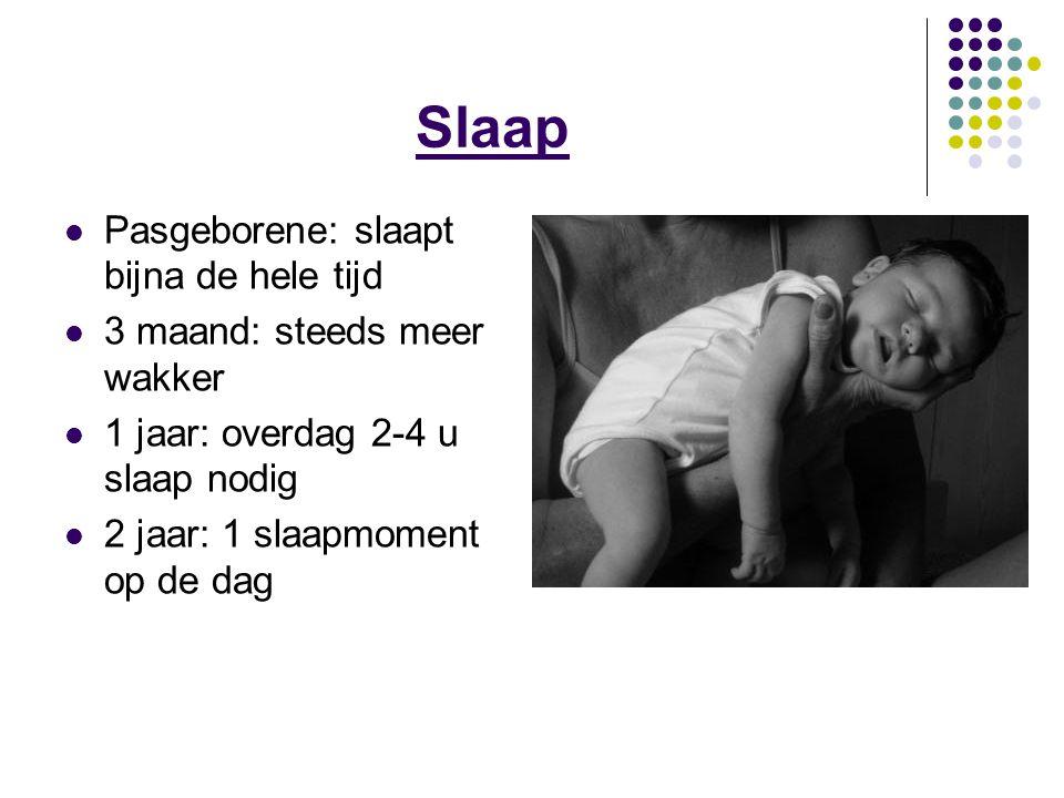 Slaap Pasgeborene: slaapt bijna de hele tijd 3 maand: steeds meer wakker 1 jaar: overdag 2-4 u slaap nodig 2 jaar: 1 slaapmoment op de dag