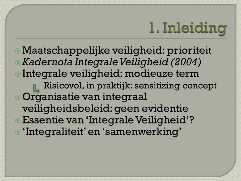  Maatschappelijke veiligheid: prioriteit  Kadernota Integrale Veiligheid (2004)  Integrale veiligheid: modieuze term Risicovol, in praktijk: sensit