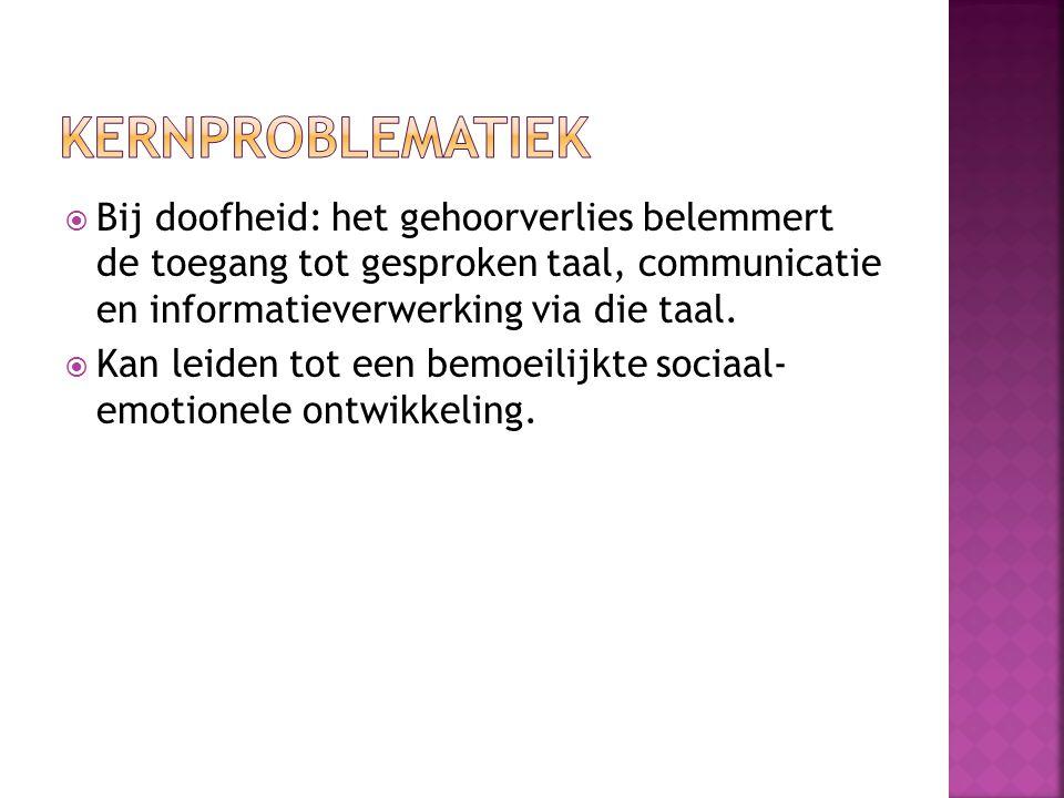  Bij doofheid: het gehoorverlies belemmert de toegang tot gesproken taal, communicatie en informatieverwerking via die taal.