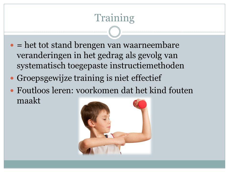 Training = het tot stand brengen van waarneembare veranderingen in het gedrag als gevolg van systematisch toegepaste instructiemethoden Groepsgewijze