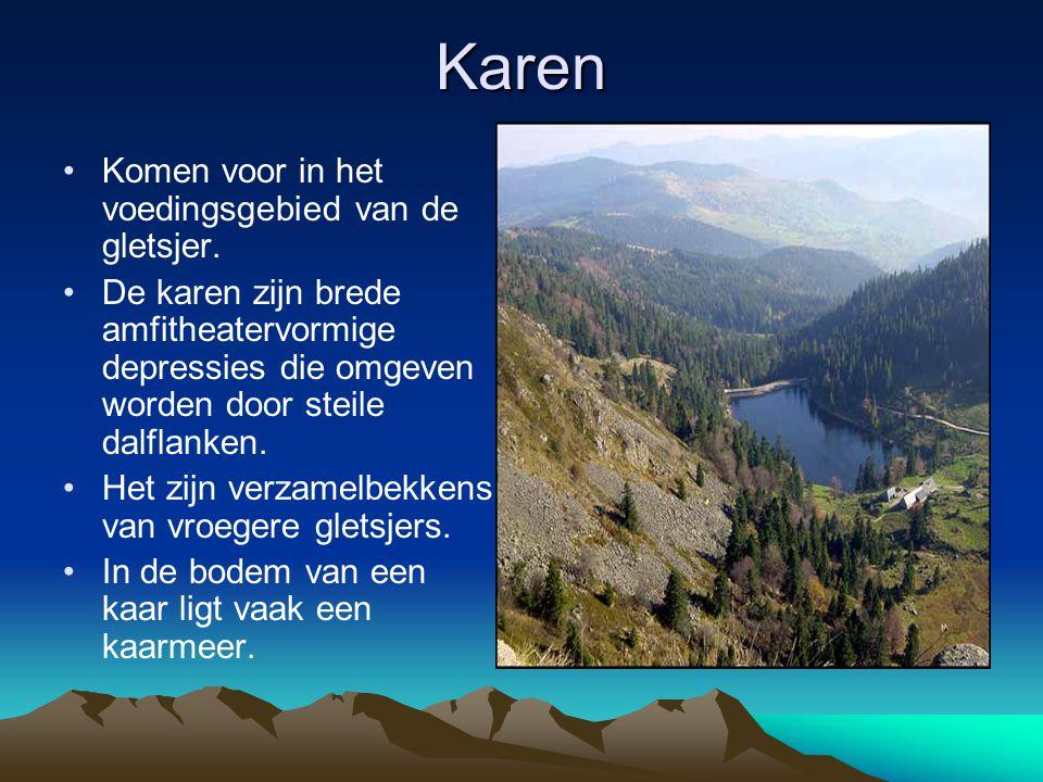 Karen Komen voor in het voedingsgebied van de gletsjer. De karen zijn brede amfitheatervormige depressies die omgeven worden door steile dalflanken. H