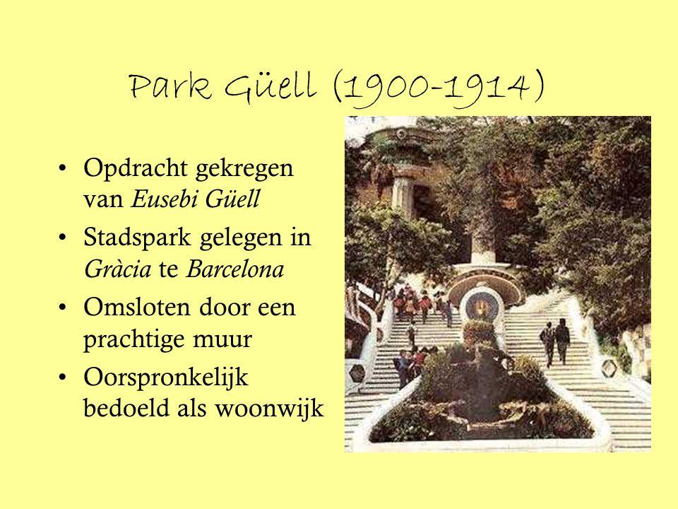 Park Güell (1900-1914) Opdracht gekregen van Eusebi Güell Stadspark gelegen in Gràcia te Barcelona Omsloten door een prachtige muur Oorspronkelijk bed