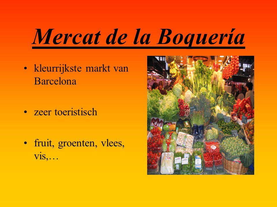 Mercat de la Boquería kleurrijkste markt van Barcelona zeer toeristisch fruit, groenten, vlees, vis,…