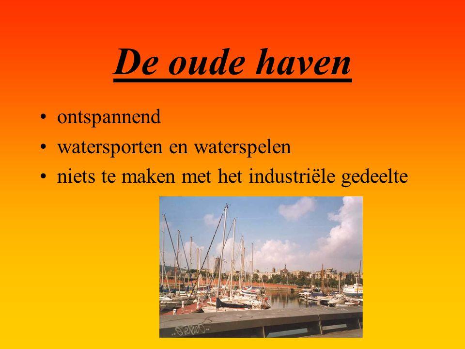De oude haven ontspannend watersporten en waterspelen niets te maken met het industriële gedeelte