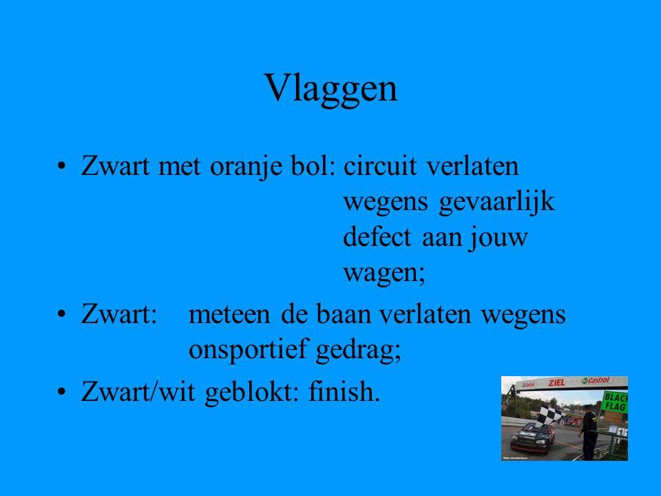 Vlaggen Zwart met oranje bol: circuit verlaten wegens gevaarlijk defect aan jouw wagen; Zwart: meteen de baan verlaten wegens onsportief gedrag; Zwart/wit geblokt: finish.