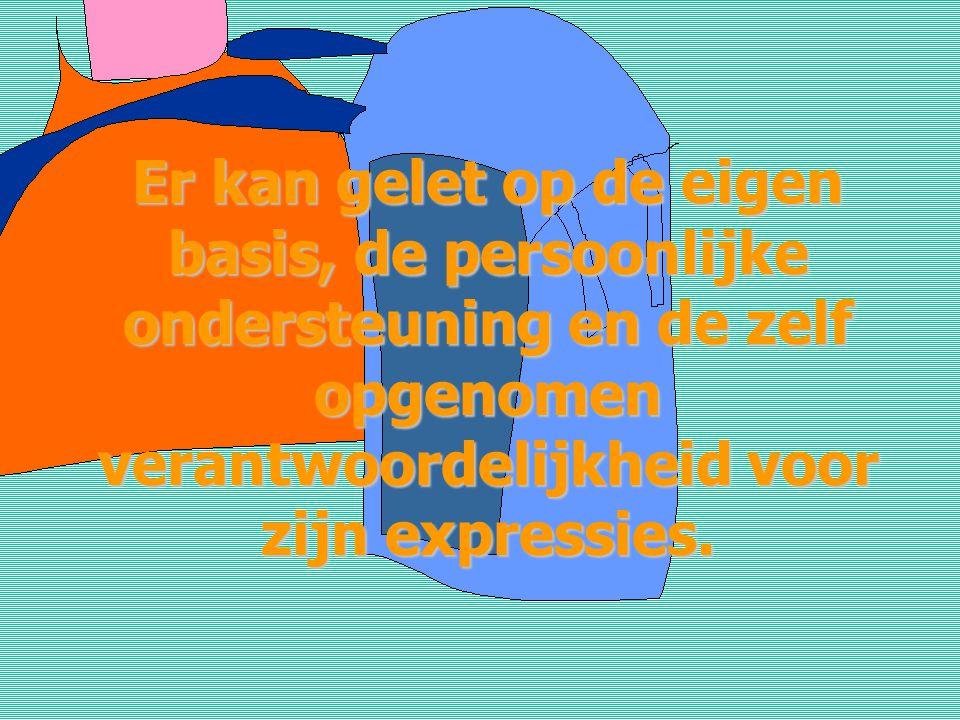 Aandacht kan gegeven aan assertiviteit uit te stralen in wat en in hoe iets wordt uitgedrukt via zowel spreek- als lichaamstaal.