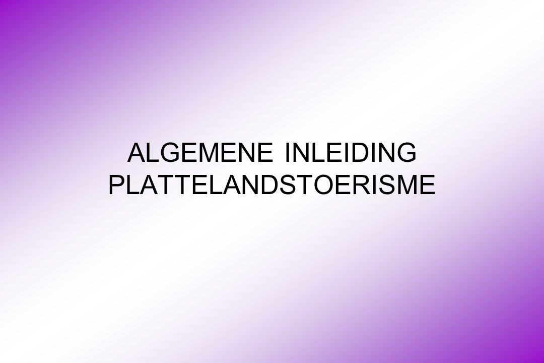 Plattelandstoerisme : marktkennis (1) Vlaamse markt Vlaamse markt is absoluut prioritair voor het West-Vlaamse plattelandstoerisme Vlaamse toeristen komen uit : –Antwerpen, Oost-Vlaanderen en Vlaams-Brabant + Brussel –West-Vlaanderen : lijn Brugge-Kortrijk –Limburgers zijn minder belangrijk