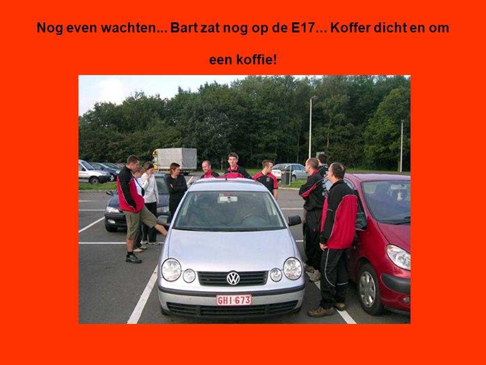 Nog even wachten... Bart zat nog op de E17... Koffer dicht en om een koffie!
