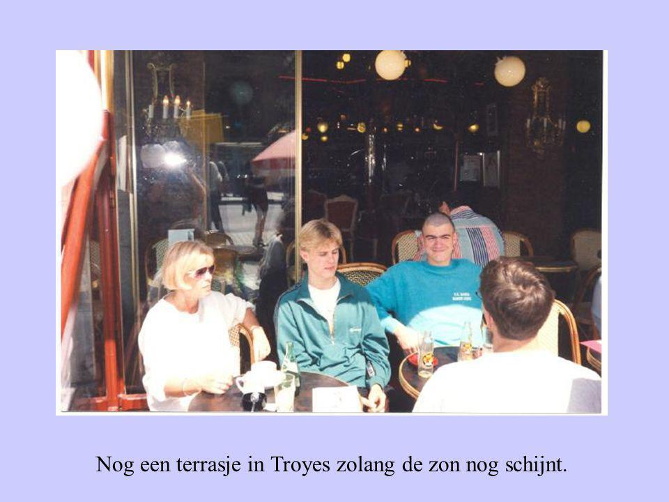 Nog een terrasje in Troyes zolang de zon nog schijnt.