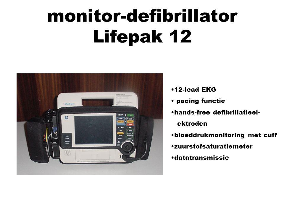 monitor-defibrillator Lifepak 12 12-lead EKG pacing functie hands-free defibrillatieel- ektroden bloeddrukmonitoring met cuff zuurstofsaturatiemeter d