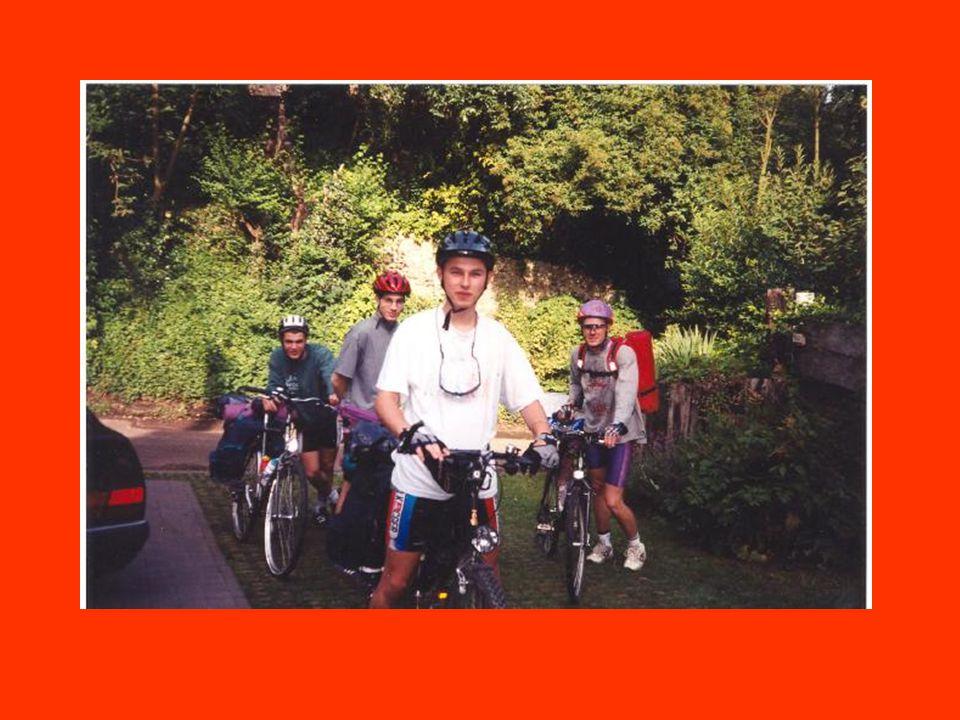 Dag 8 le Blanc - Mansle 155 km Om 8 uur zijn we opgestaan om om 10 uur aan de startlijn van de Tour te staan.
