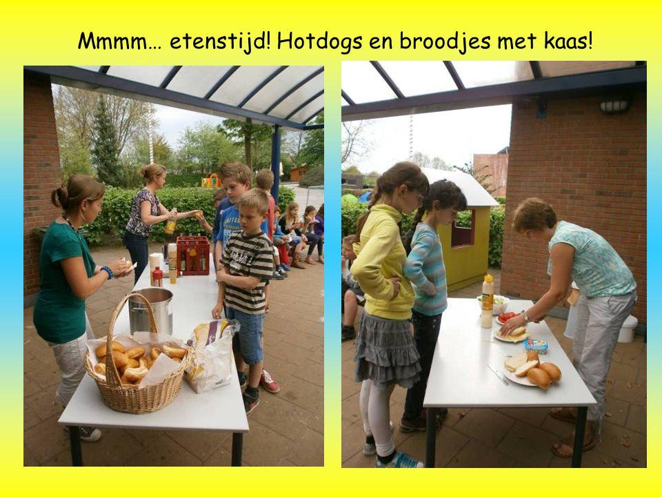 Mmmm… etenstijd! Hotdogs en broodjes met kaas!