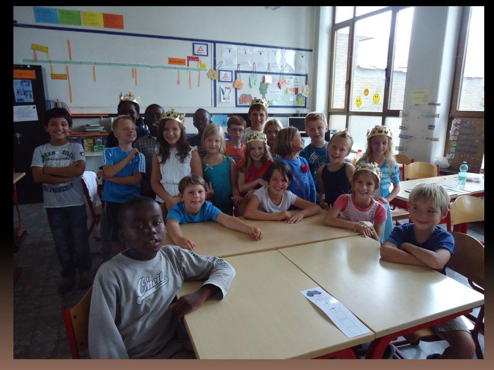 Wist u dat… We in de klas geen pennenzak nodig hebben, elk kind heeft een bakje met het nodige schrijfgerief.