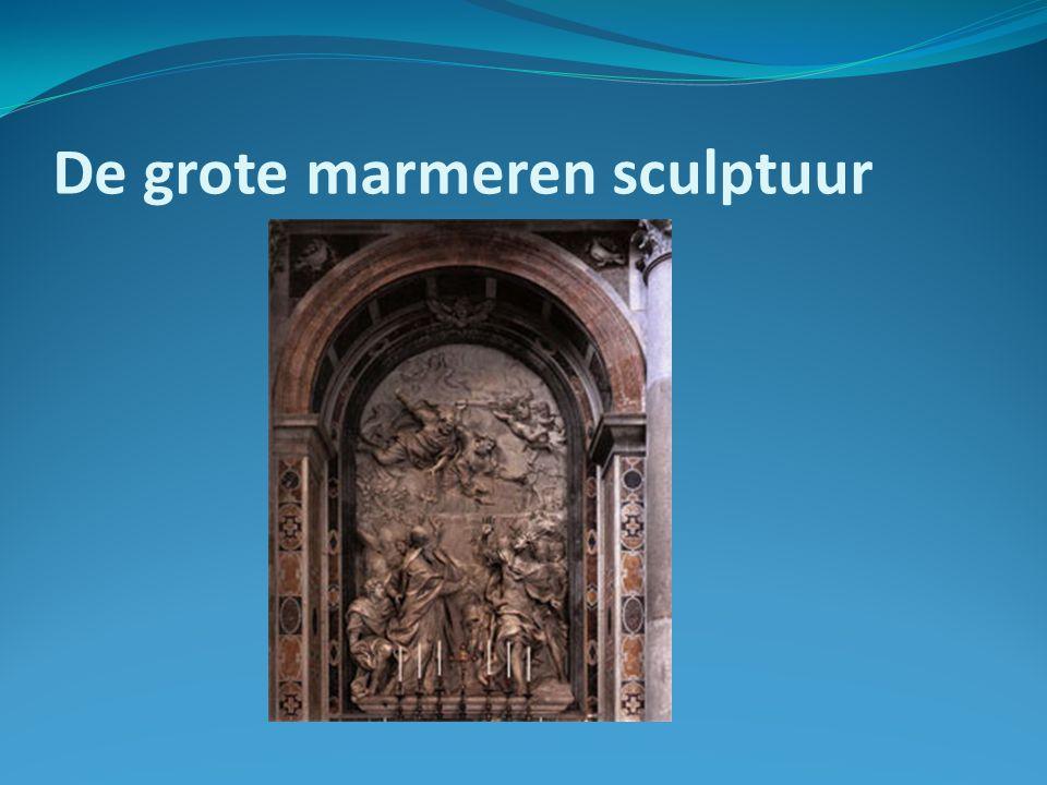 De grote marmeren sculptuur