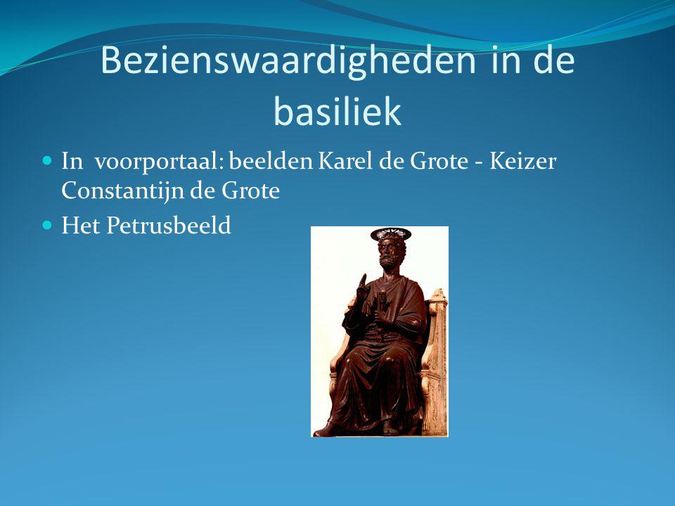 Bezienswaardigheden in de basiliek In voorportaal: beelden Karel de Grote - Keizer Constantijn de Grote Het Petrusbeeld