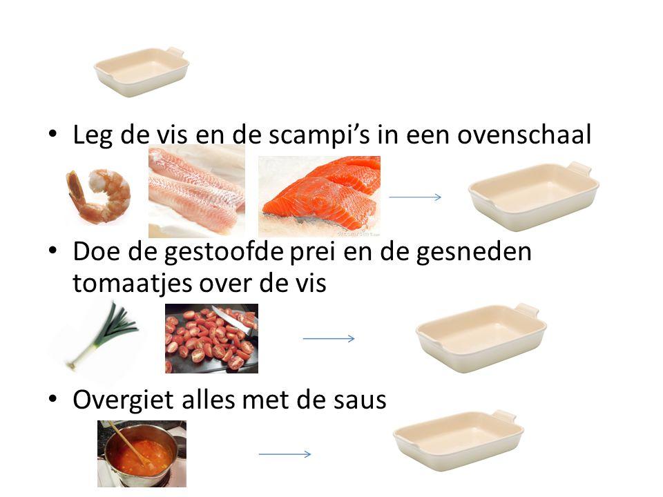 Leg de vis en de scampi's in een ovenschaal Doe de gestoofde prei en de gesneden tomaatjes over de vis Overgiet alles met de saus