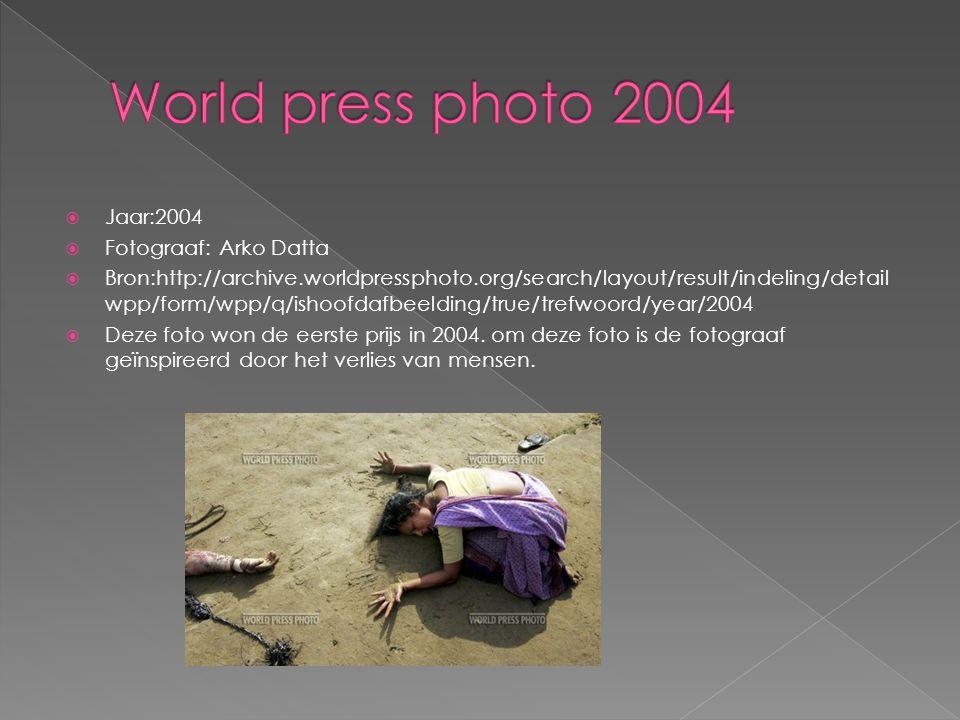  Jaar:2005  Fotograaf:Finbarr O Reilly  Bron:http://archive.worldpressphoto.org/search/layout/result/indeling/detail wpp/form/wpp/q/ishoofdafbeelding/true/trefwoord/year/2005  Bijschrift De vingers van ondervoede Alassa Galisou (1) zijn gedrukt tegen de lippen van zijn moeder Fatou Ousseini bij een noodgeval voedingscentrum.