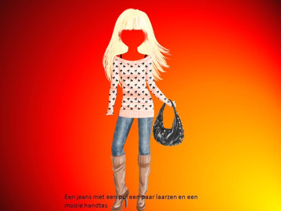 Een jeans met een pul een paar laarzen en een mooie handtas
