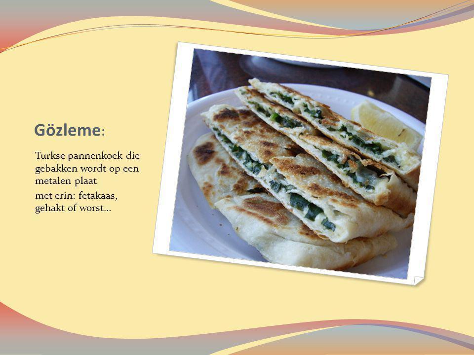 Gözleme : Turkse pannenkoek die gebakken wordt op een metalen plaat met erin: fetakaas, gehakt of worst…