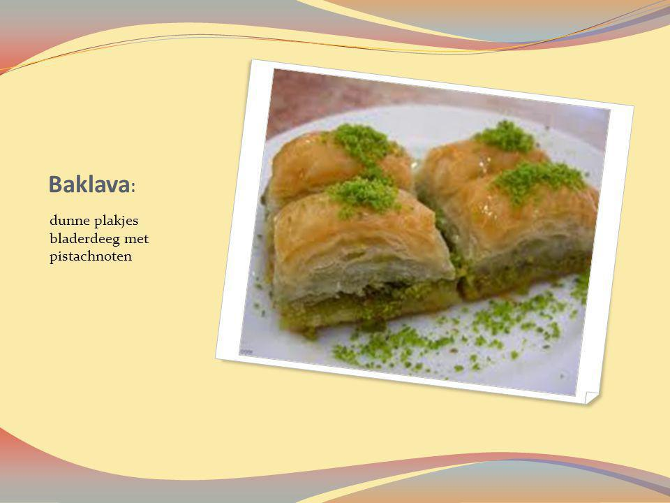 Baklava : dunne plakjes bladerdeeg met pistachnoten