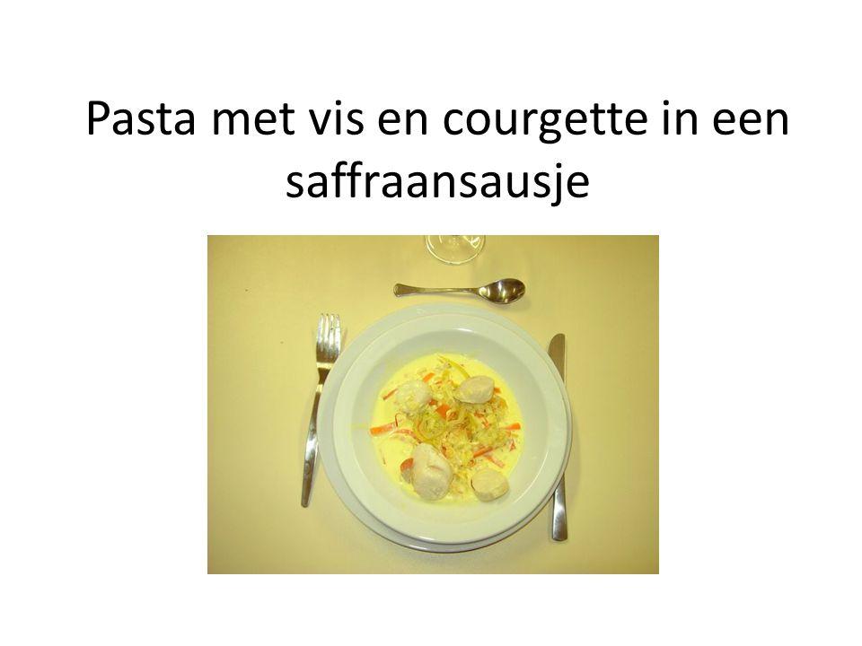 Pasta met vis en courgette in een saffraansausje