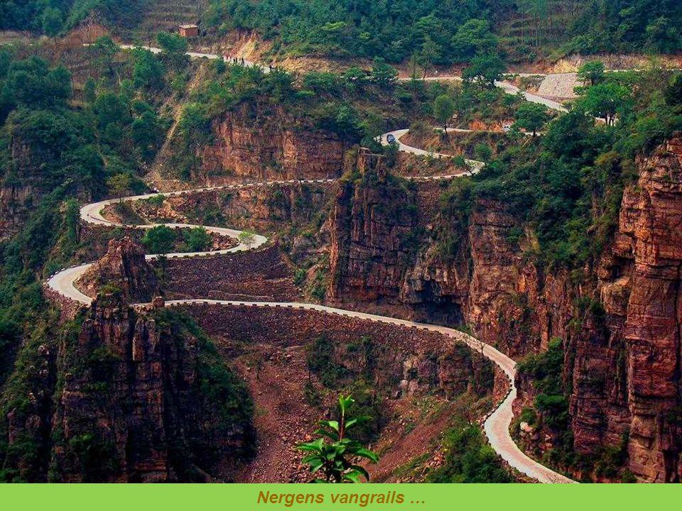 Deze weg loop door het Andesgebergte op een hoogte van 4.700 m.