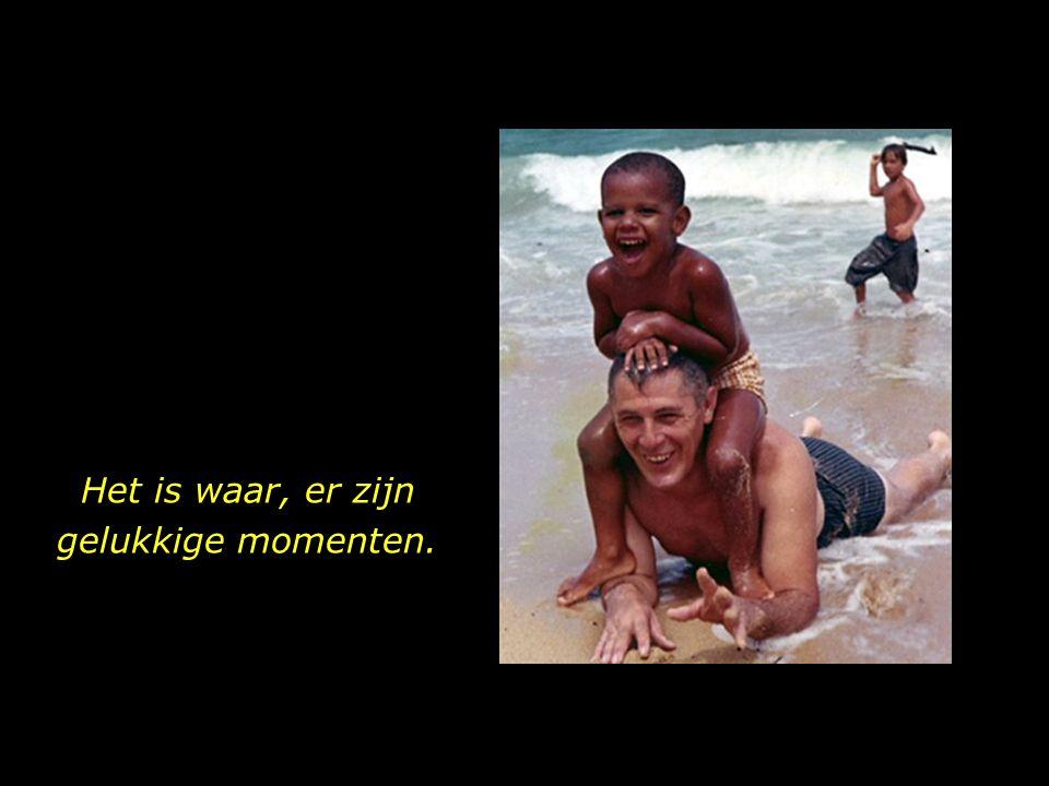 Opa en kleinkind. Strand op Hawaii. Ware liefde, die een glimlach op de gezichten brengt.