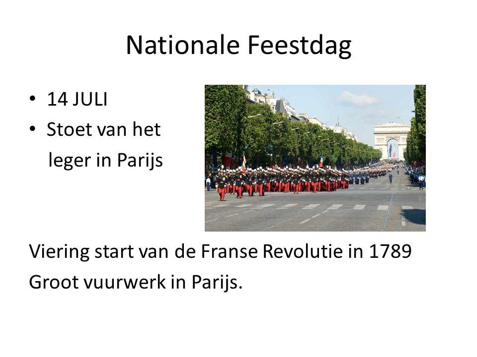 Nationale Feestdag 14 JULI Stoet van het leger in Parijs Viering start van de Franse Revolutie in 1789 Groot vuurwerk in Parijs.