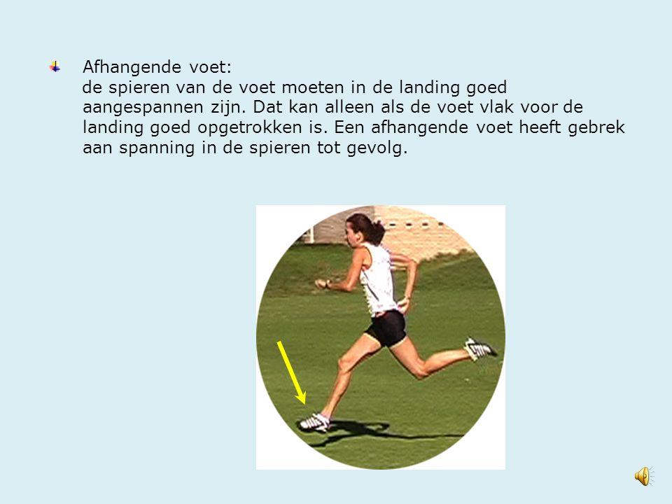 Afhangende voet: de spieren van de voet moeten in de landing goed aangespannen zijn. Dat kan alleen als de voet vlak voor de landing goed opgetrokken
