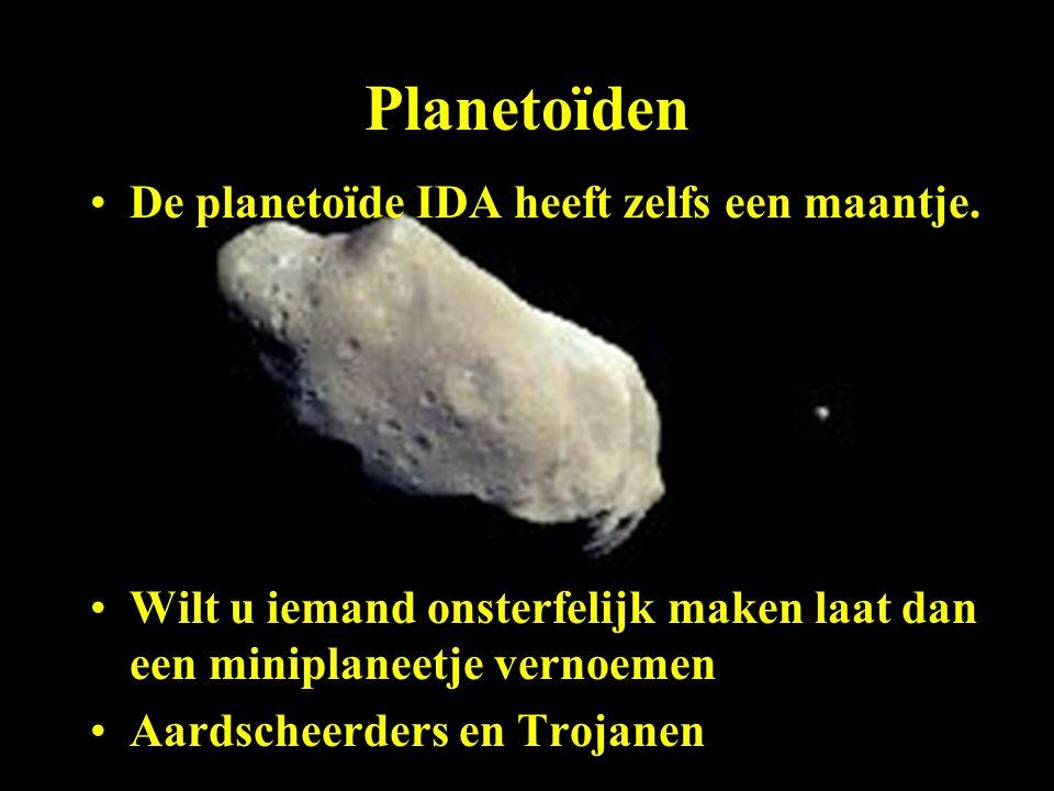 De planetoïde IDA heeft zelfs een maantje. Wilt u iemand onsterfelijk maken laat dan een miniplaneetje vernoemen Aardscheerders en Trojanen
