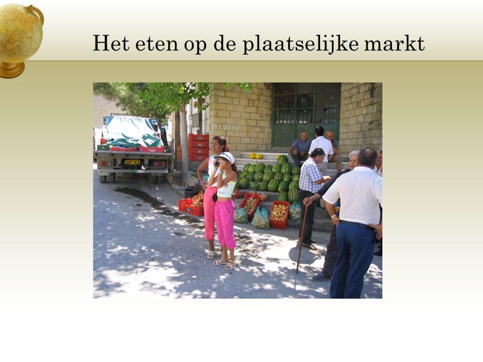 Het eten op de plaatselijke markt