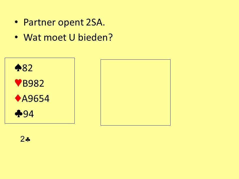 Partner opent 2SA. Wat moet U bieden? ♠ 82 ♥ B982 ♦ A9654 ♣ 94 22