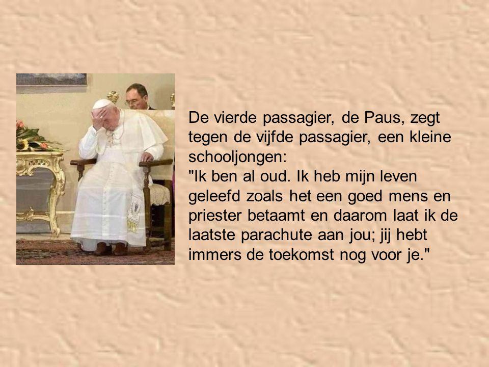De vierde passagier, de Paus, zegt tegen de vijfde passagier, een kleine schooljongen: Ik ben al oud.