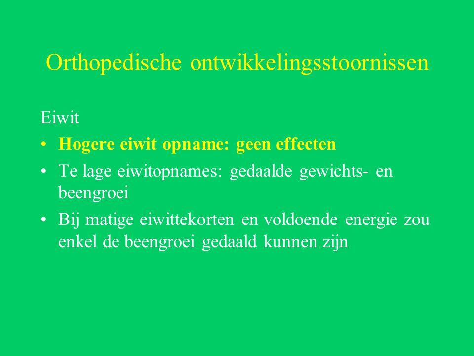 Orthopedische ontwikkelingsstoornissen Eiwit Hogere eiwit opname: geen effecten Te lage eiwitopnames: gedaalde gewichts- en beengroei Bij matige eiwittekorten en voldoende energie zou enkel de beengroei gedaald kunnen zijn