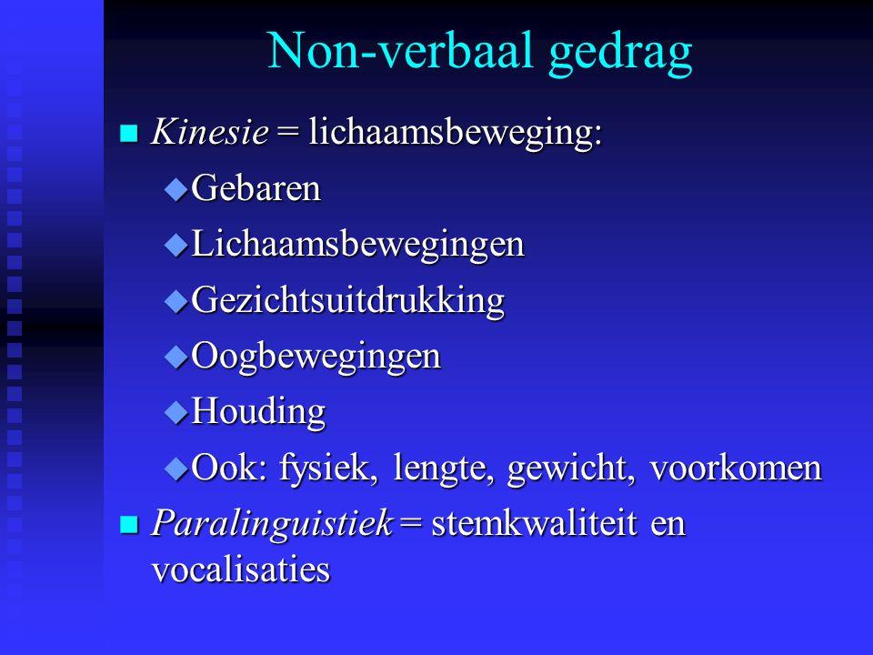 Non-verbaal gedrag n Kinesie = lichaamsbeweging: u Gebaren u Lichaamsbewegingen u Gezichtsuitdrukking u Oogbewegingen u Houding u Ook: fysiek, lengte,
