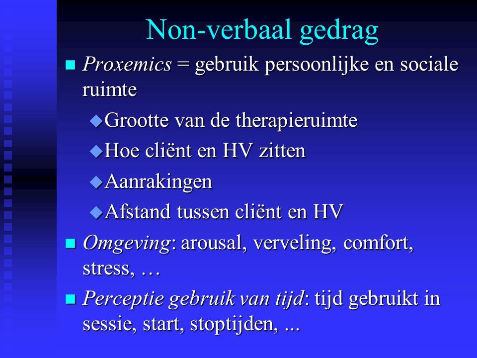 Non-verbaal gedrag n Proxemics = gebruik persoonlijke en sociale ruimte u Grootte van de therapieruimte u Hoe cliënt en HV zitten u Aanrakingen u Afst