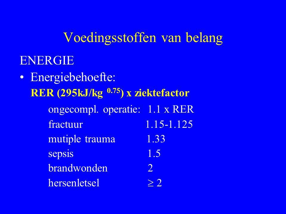 Voedingsstoffen van belang ENERGIE Energiebehoefte: RER (295kJ/kg 0.75 ) x ziektefactor ongecompl. operatie: 1.1 x RER fractuur 1.15-1.125 mutiple tra