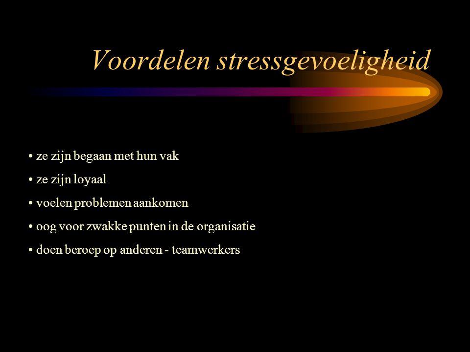 Stress en de persoonlijkheid introvert kwetsbaar haastig, ongeduldig, rusteloos en gespannen gebrek aan zelfvertrouwen, faalangst negatieve persoonlij