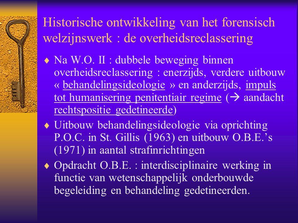 Historische ontwikkeling van het forensisch welzijnswerk : de overheidsreclassering  Na W.O. II : dubbele beweging binnen overheidsreclassering : ene