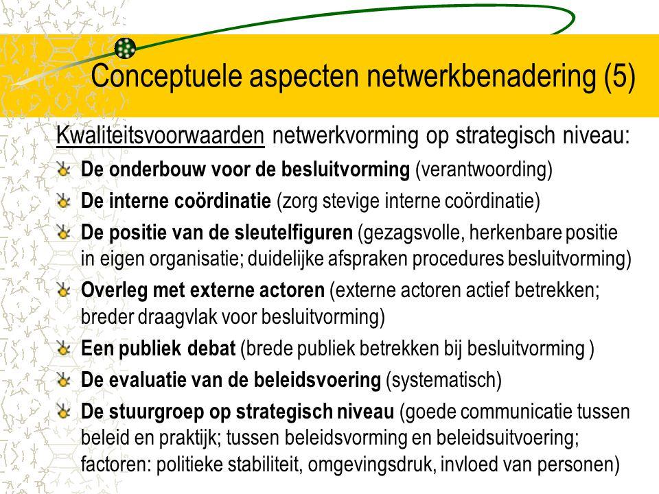 Conceptuele aspecten netwerkbenadering (6) Beleidsnetwerken op drie niveaus (2): Programmaniveau Programma-netwerking = interacties tussen actoren op een bepaald beleidsveld gericht op het formuleren van beleidsdoelstellingen op dat terrein (tewerkstelling, huisvesting, gezondheid, onderwijs, …) Programma gericht op sector; doelgroep; territorium Keuzes maken die prioriteitenstelling inhouden OCMW en gemeente kunnen verschillende rollen opnemen: zelf verantwoordelijk, stimuleren of ondersteunen, …