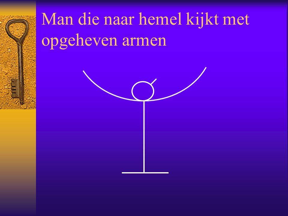 Man die naar hemel kijkt met opgeheven armen