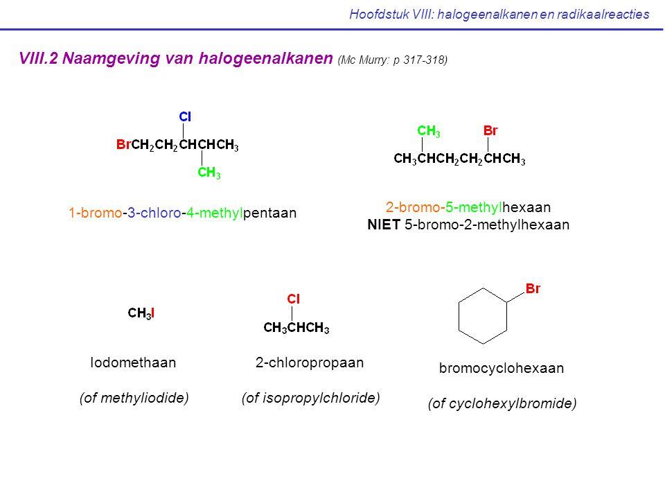 Hoofdstuk VIII: halogeenalkanen en radikaalreacties VIII.3 Structuur en bereiding van halogeenalkanen (Mc Murry: p 319-320) C sp 3 hybride orbitaal overlapt met halogeen orbitaal C: tetrahedrale geometrie, H-C-X: 109° Grootte van X  : bindingslengte C-X , bindingssterkte  C-X binding is polair, C = elektrofiel Bereiding: reactie van HX en X 2 met alkenen in een elektrofiele additiereactie (zie later) reactie van een alkaan met Cl 2 of Br 2 volgens een radikaal ketenmechanisme: alkanen zijn normaal inert tegenover de meeste reagentia maar reageren met Cl 2 of Br 2 in de aanwezigheid van licht met vorming van halogeenalkaan produkten geen goede synthesemethode voor verscheidene alkanen !